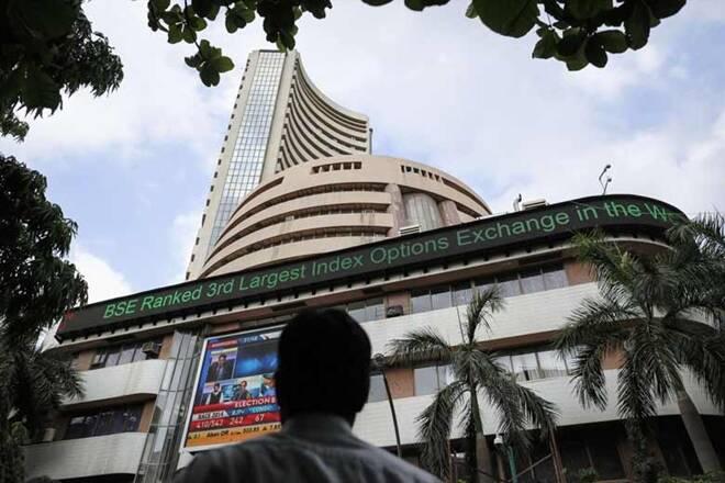 Sensex在开业贸易中获得超过100点; Adani Ports Tops,Bank Shares Uplift BenchmarkIndices