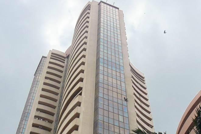 Sensex未能触及34,000,比F&O到期前10,500以上的漂亮挥杆; Rcom股票Rocket20%