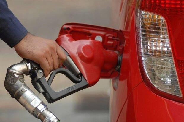 """Excise Dute Cut在汽油,柴油在卡上的柴油如果原油价格违反COFFERLEVEL"