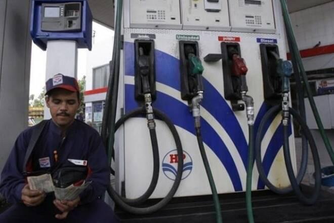 德里的汽油,CNG泵仍然关闭