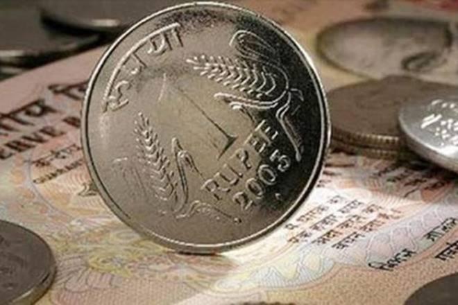 第一次卢比到美元违规行为74。市场是否反应过于无汇率偏离?