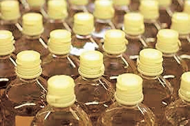 卢比弱,高度定制触发2%含有植物油进口人口的2%