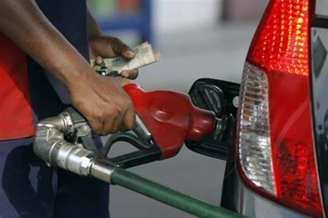 在过去两周的德里德里的汽油价格超过3卢比;查看全部的最新价格