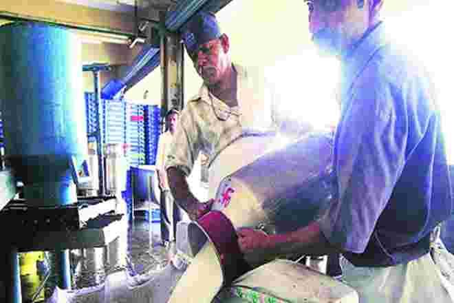 马哈拉施特拉牛奶生产商达到乳制品委托