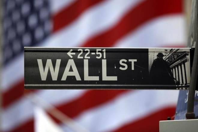 华尔街以紧张的投资者群涌向防御性