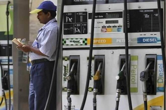 在钦奈不到一个月内,汽油价格在不到一个月内削减了5.50卢比;检查最新费率Inmetros