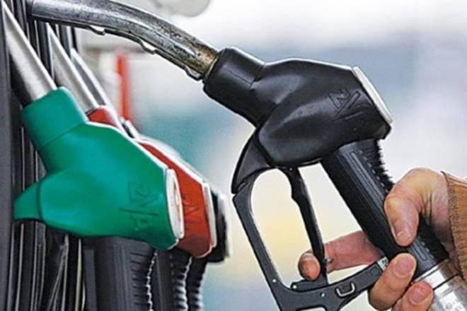 汽油价格超过10卢比的钦奈,加尔各答在不到45天;检查外延