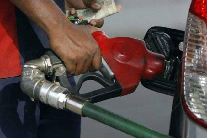 汽油,柴油价格持续停留在第二天;汽油销售每升76.25卢比inmumbai