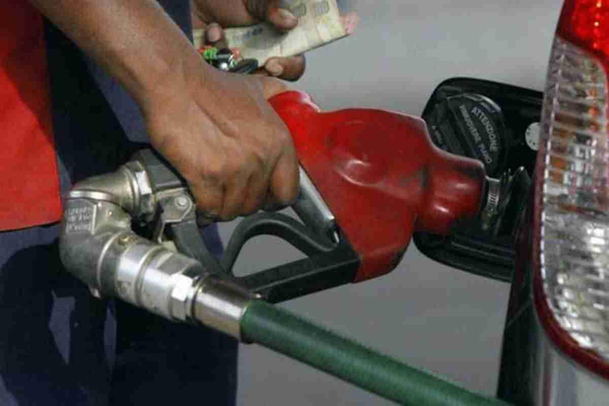 汽油,柴油价格今天:燃油价格在19-22杆的范围内,汽油在卢比达到70.27卢比