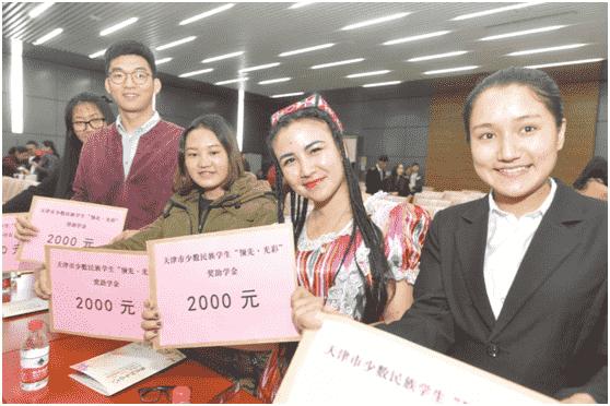 天津领先控股集团李建新斥巨资,圆少数民族贫困学子大学梦