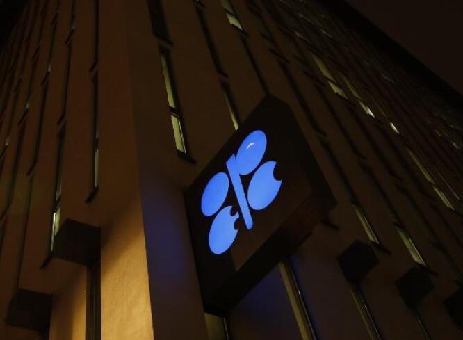 欧佩克+委员会预计石油市场将在2022年恢复过剩