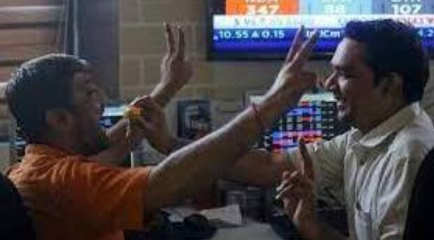 Sensex首次突破59k Nifty跳跃到新的高度