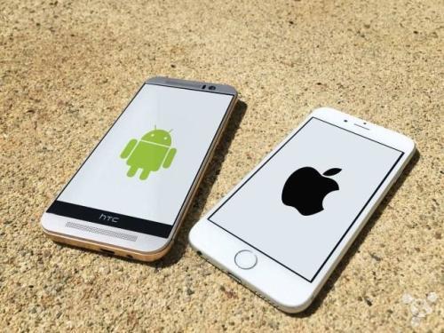 """""""现在你可以在iPhone和Android上第一次和马里奥赛车里的伙"""